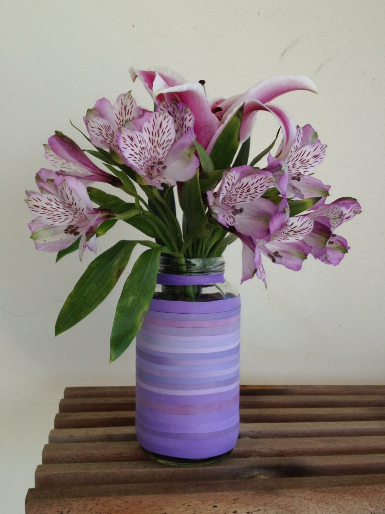 Made a pretty flower vase using rubber bands.