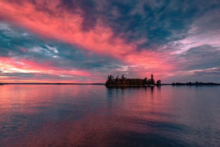 Stunningly beautiful photography of the lakes and skies of Voyageurs National Park