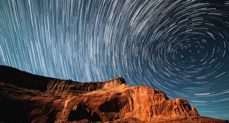 Watch this how-to seminar on astrophotography techniques and equipment, and take better photos of the night sky
